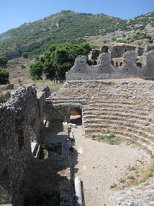 The theatre with the panorama over the city walls. Photo: KW.