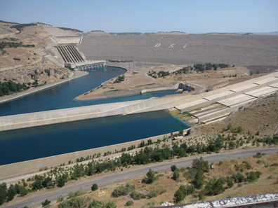 At the dam of the Atatürk Dam. Photograph: KW.