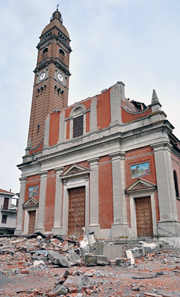 The church of Mirabello from the 19th century was badly hit. Photo: Mario Fornasari / Wikipedia.