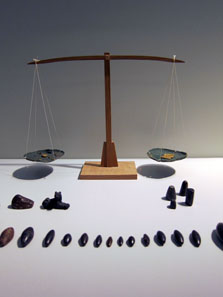 Balance from the 14th or 13th century with much older scale weights. Photo: UK.