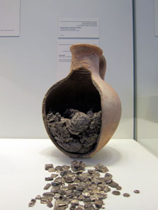 Findings from Tel Dor, late 11th century BCE. Photo: UK.