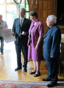 Ursula Kampmann receiving the Otto-Paul-Wenger Award, on the left Marcel Häberling, on the right laudator Albert M. Beck.