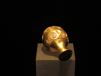 Gold object with Ibero-Celtic cartouches. Photo: KW.