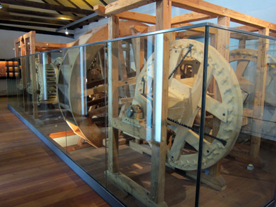 The replica of the roller coining machine fills the whole room. Photo: KW.