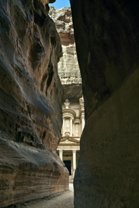 Petra: Exit of Siq looking at the tomb façade 'Khazne Firaun'. Photo: Andreas Voegelin, Antikenmuseum Basel.
