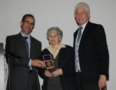 From left: Haim Gitler, curator of numismatics at the Israel Museum and president of the Israel Numismatic Society; Prof. Alla Kushnir-Stein, recipient of the Meshorer Prize; James Snyder, director of the Israel Museum, Jerusalem.