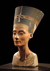 The famous bust of Nefertiti remains the highlight of the Egyptian collection in the New Museum. Photo: Xenon 77 / Wikipedia.