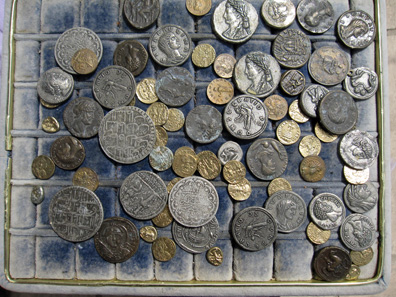 A wide range of fake coins on offer. Photo: KW.