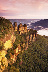 The Three Sisters, Katoomba, New South Wales, Australia. JJ Harrison / http://creativecommons.org/licenses/by-sa/3.0/deed.en.